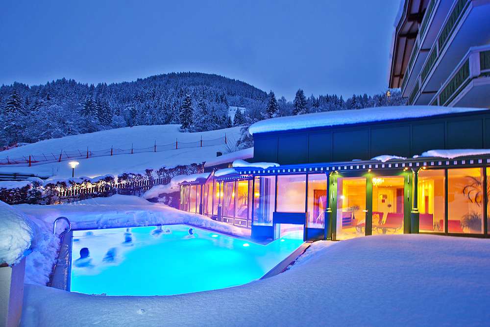 Heated outdoor pool at the hotel in zell am see hotel for Heated garden swimming pools