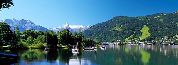 View over lake Zell onto Zell am See and the Schmittenhöhe.