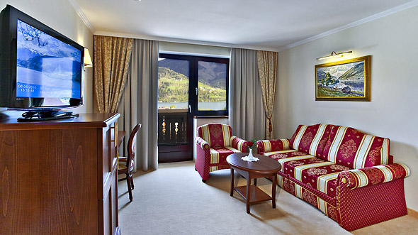 Suite with lake view in zell am see hotel berner for Living room zell am see